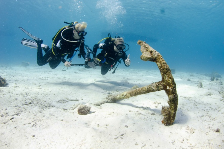 Women fun scuba diving.